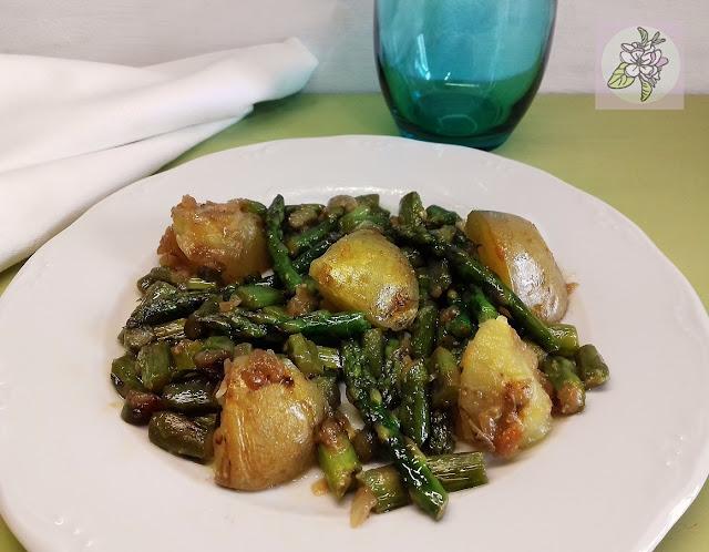 Espárragos Trigueros Salteados con Patatas. Receta Vegana.