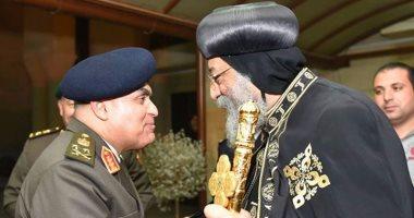 وزير الدفاع يهنئ البابا تواضروس بعيد الميلاد