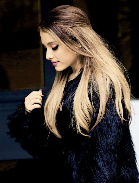 Ariana Grande Pics Download For IPhone