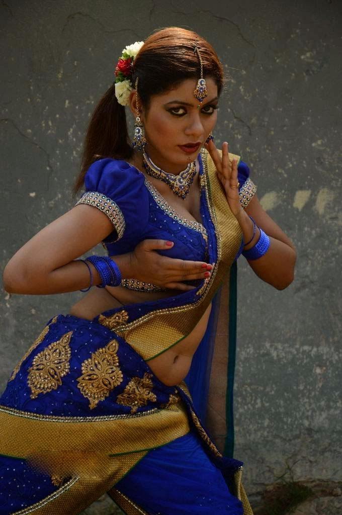 Kerala Mallu Aunty Parvathi Sexy Saree Pallu Drop Exposing -6517