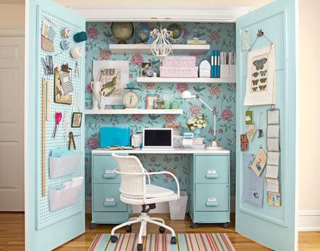 un armadio per organizzare materiale creativo