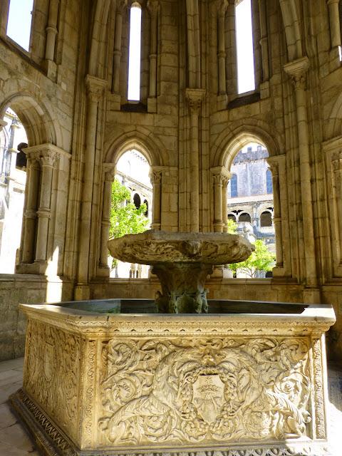 Alcobaça, fuente abluciones Claustro de Dom Dinis