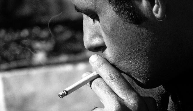Bibir hitam perokok