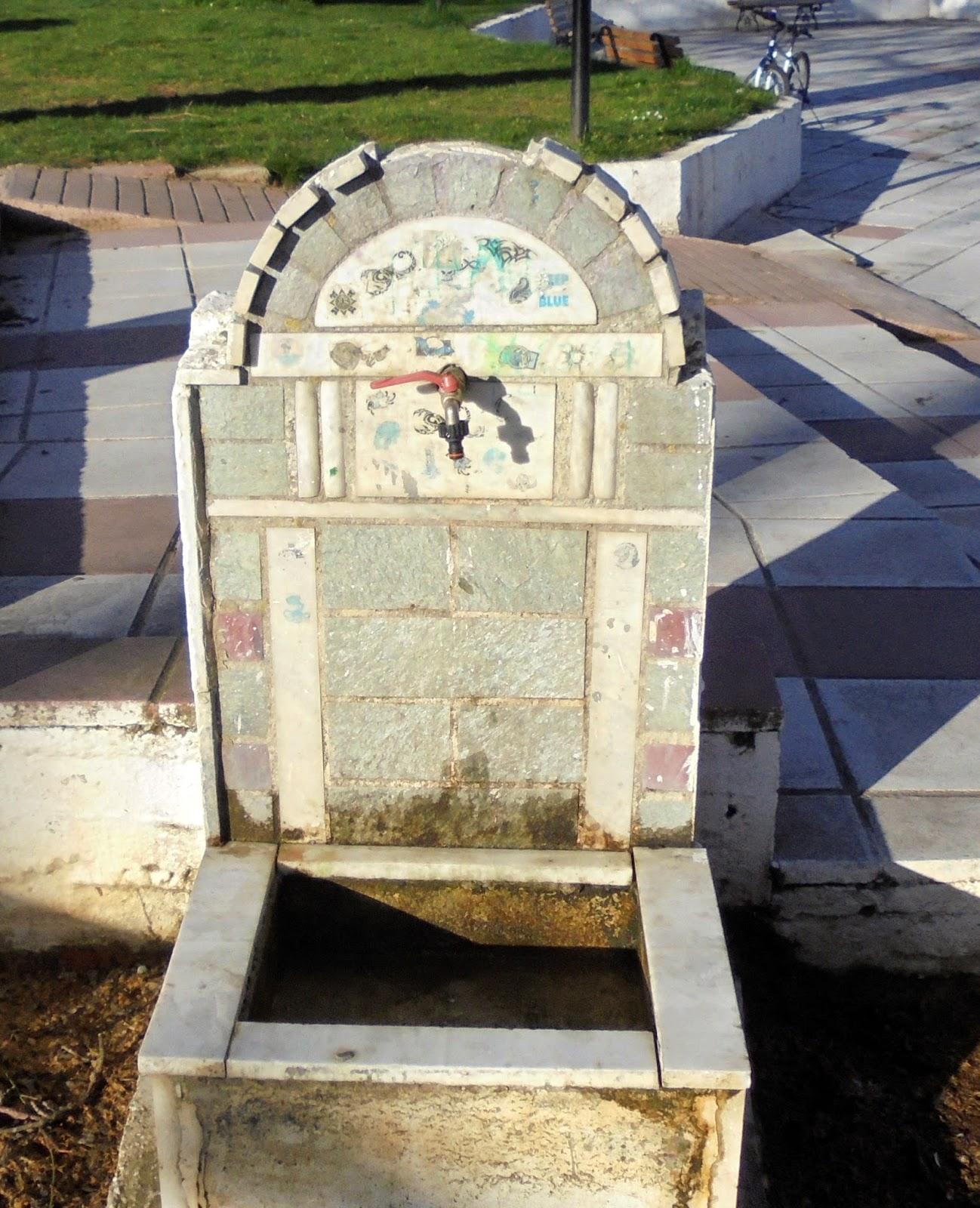 κρήνη στην κεντρική πλατεία του Μηλοχωρίου της Εορδαίας