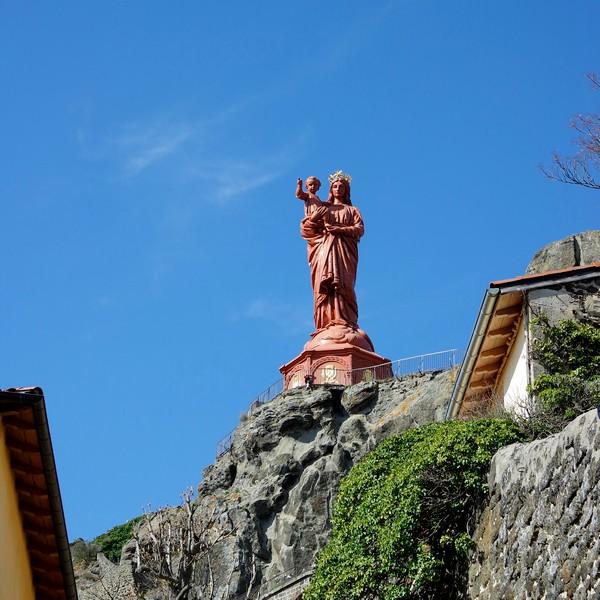 haute-loire le puy en velay statue notre-dame france