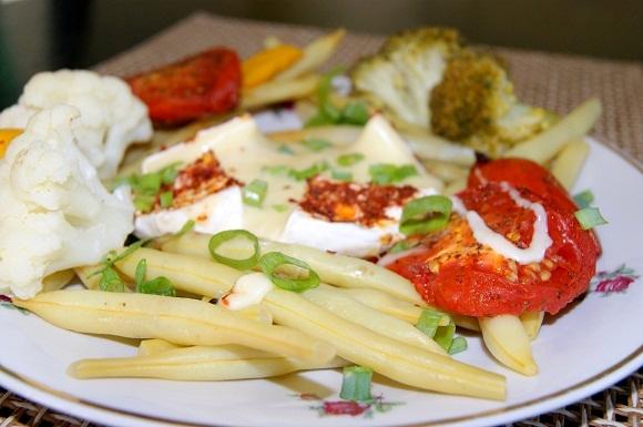 Warzywa grillowane z camembertem