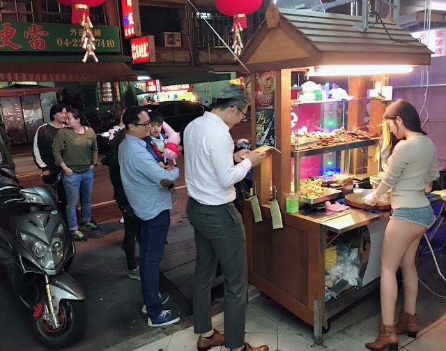 Viral Foto Penjual Makanan Cantik