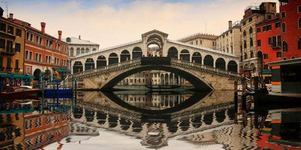 2. रियाल्टो ब्रिज, इटली ( Rialto Bridge, Venice, Italy)