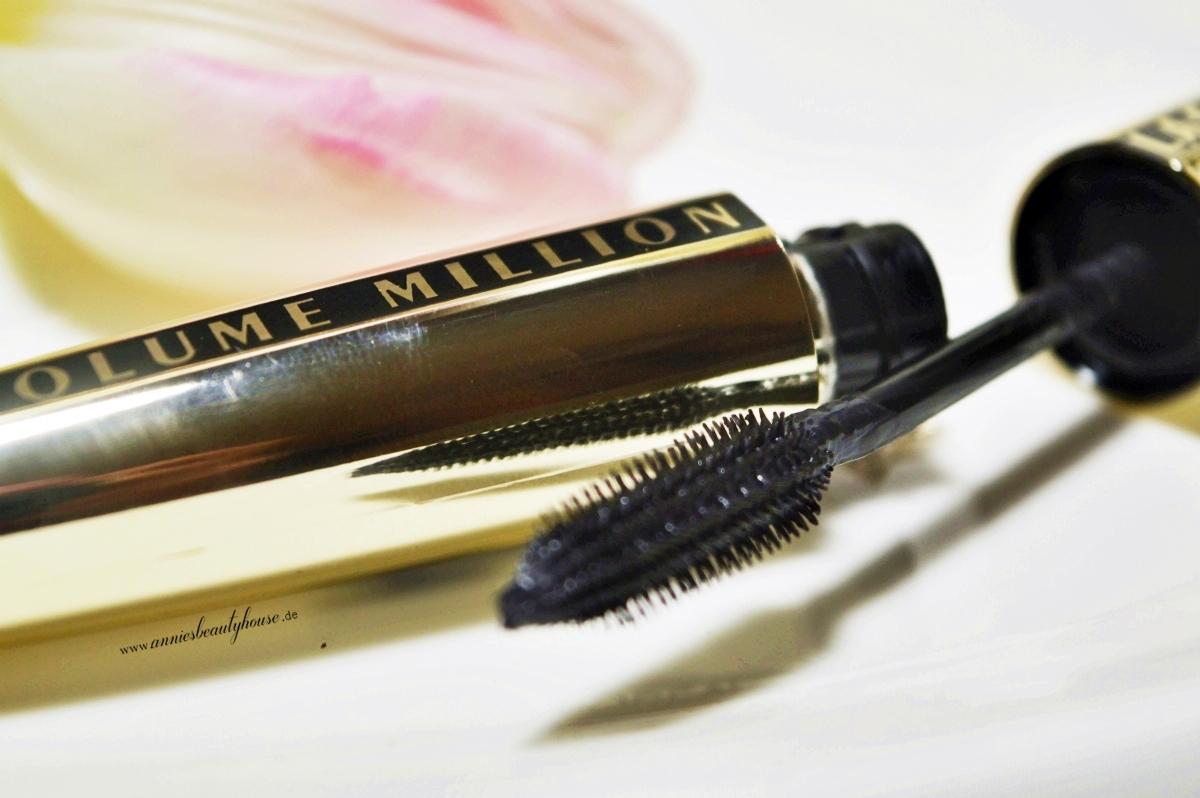 Review L'Oreal Volume Million Lashes Mascara Brush Close up