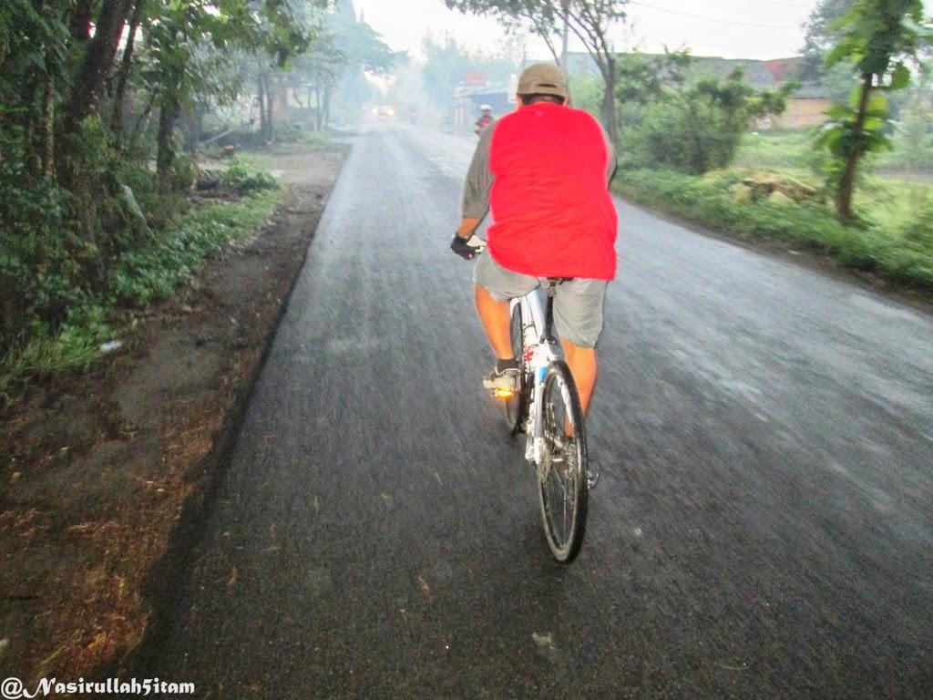 Menyusuri jalanan di Bantul pagi hari