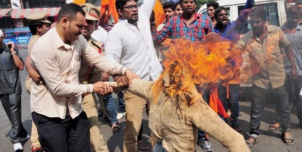 Agra, Uttar Pradesh, Yogi Adityanath, VHP, Bajrang Dal, Hindu Organization, Rucks