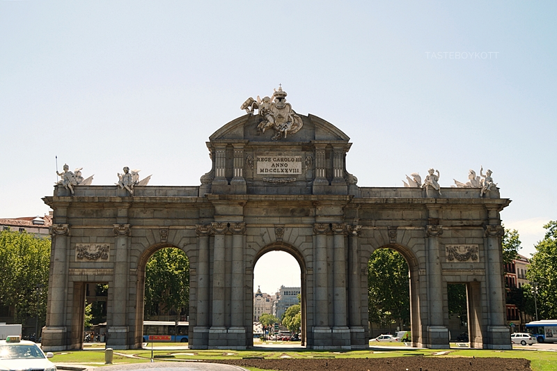 Bogen Puerta de Alcalá in Madrid // Puerta de Alcalá in Madrid, Spain