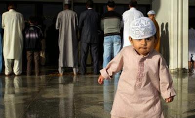 Kenalkanlah Anak-anak kita dengan Masjid