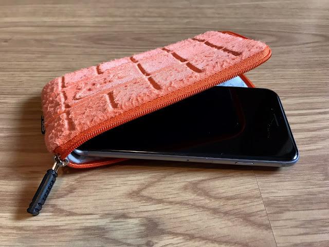 portfonetka z ochraniaczem na smartfona