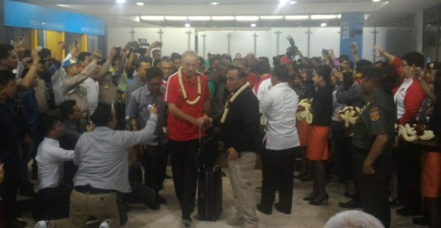 Kembali ke Indonesia, Skuat Timnas Disambut Hangat di Bandara