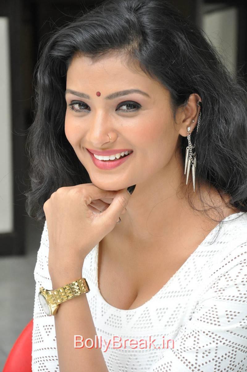 Ishita Photoshoot Stills, Actress Ishita Face Close Up Hot HD Pics