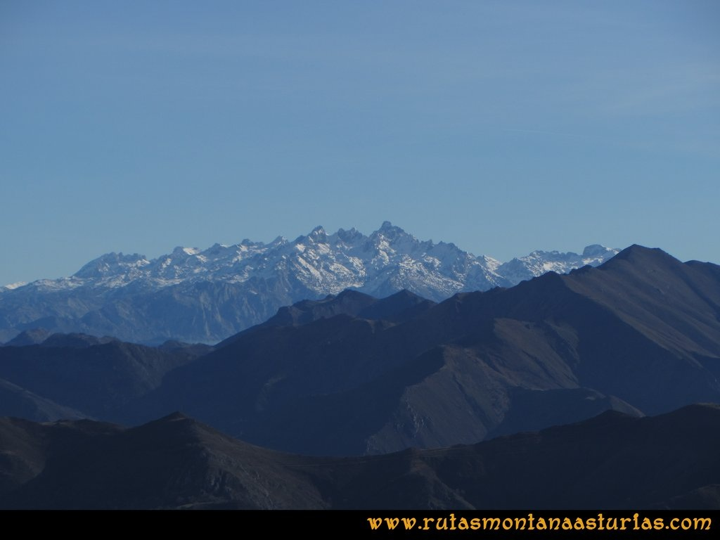 Pico Mua PR AS 46 Desde el pico Múa, vistas de los Picos de Europa
