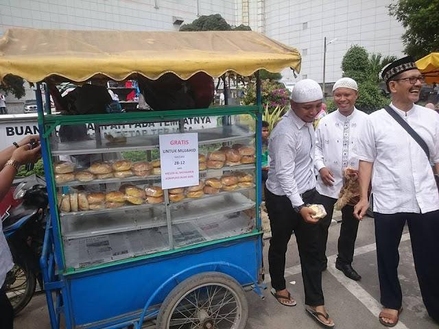 Terharu, Berbagi Dalam Islam Itu Memang Indah, Berikut Foto-Foto Makanan Yang DIbagikan Gratis Untuk Peserta Tabligh Akbar GNPF-MUI Medan 2812