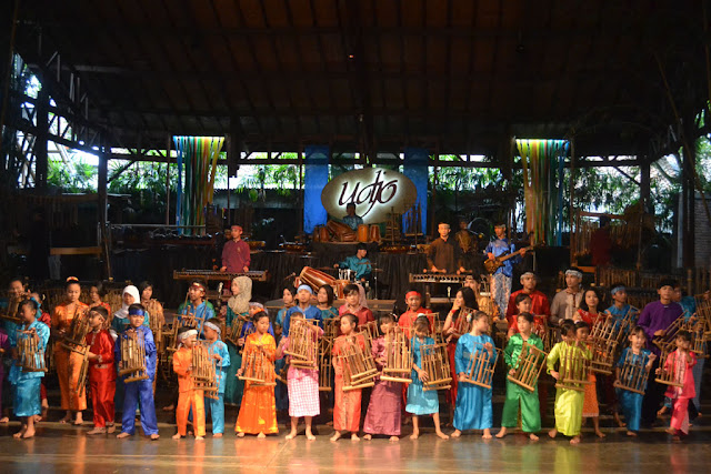 Angklung udjo wisata pertunjukan alat musik khas jawa barat