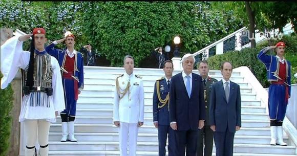 Επιτέλους η γιορτή της Δημοκρατίας χωρίς συγγενείς γνωστούς και φίλους. (φωτορεπορτάζ)