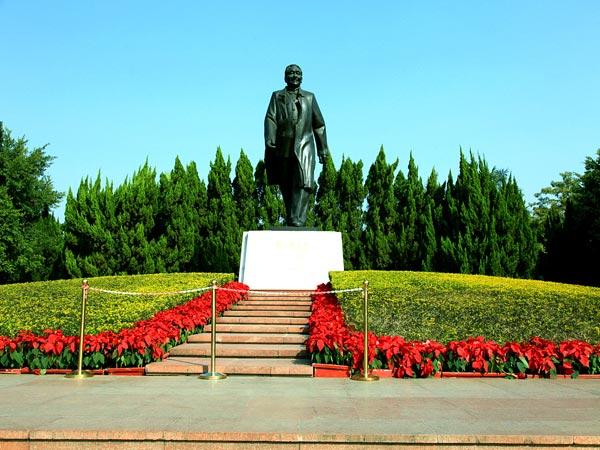 Deng XiaoPing Statue - Paket Tour 6H4M Hongkong Pearl River Delta Oct-Nov 2018 - ZH - Salika Travel