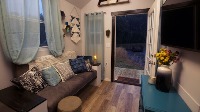 Country Meets City House - Tiny House Nation