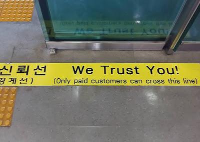 """Garisan """"Kepercayaan"""" di tren laju Korea yang mendidik masyarakatnya dengan pendidikan luar bangunan sekolah"""