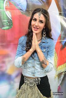 Farah-Karimi-Stills-at-Thikka-Movie-Song-Coverage-Press-Meet