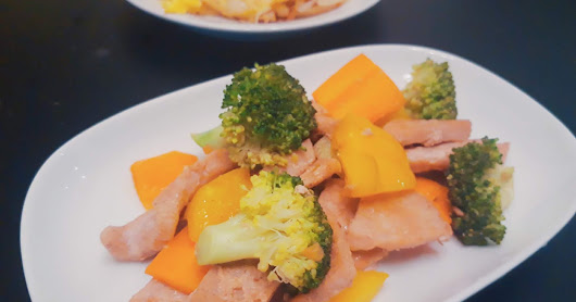 Pork loin with Broccoli, Bell Pepper and Carrot