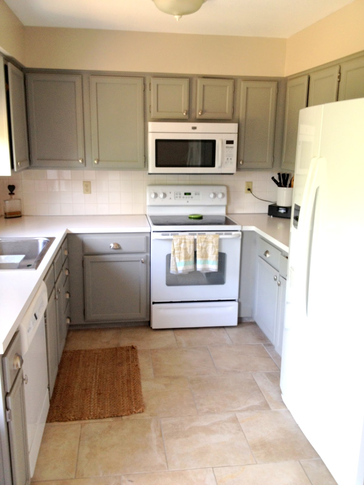 White Appliances Kitchen Remodels Shoestring Sophistication B Anda