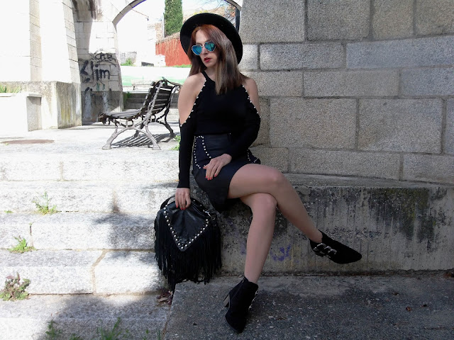 fashion, moda, look, outfit, blog, blogger, walking, penny, lane, streetstyle, style, estilo, trendy, rock, boho, chic, cool, casual, ropa, cloth, garment, inspiration, fashionblogger, art, photo, photograph, Avilés, oviedo, gijón, asturias, hat, jersey, plasencia, extremadura, vestido, dress, sombrero, hat, tachuelas, studs, flores, flowers, botines, booties, park, parque,