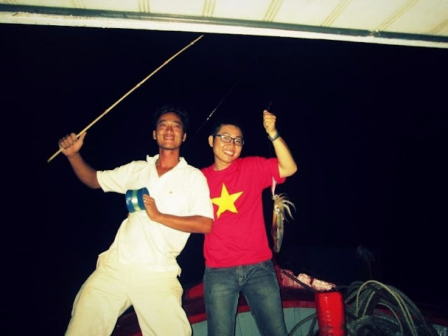 Night Squid Fishing - The Unique Experience When Vietnam Sea Travel 2