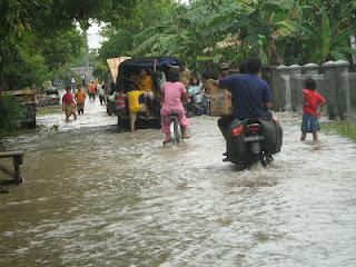Curah Hujan Tinggi, Warga Desa Pasirawi Terancam Kebanjiran
