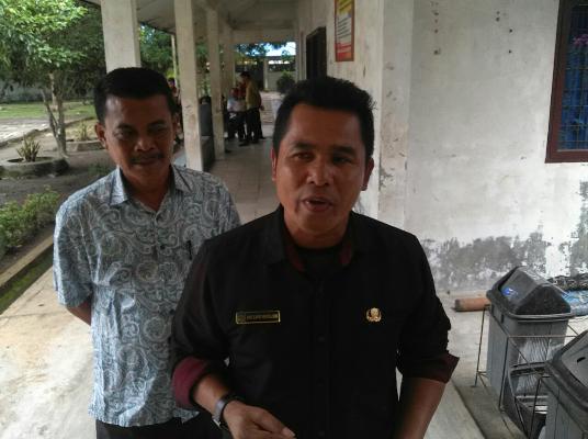 KA UPT Sapri Moesa didampingi Irawadi saat ditemui sejumlah wartawan