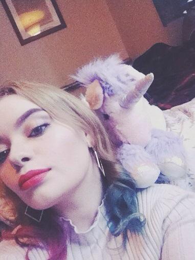 Ella es Harley Twin, casi idéntica a Margot Robbie