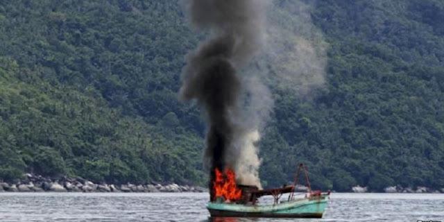 Pol Air Baharkam Polri Tangkap Kapal Pencuri Ikan Berbendera Malaysia