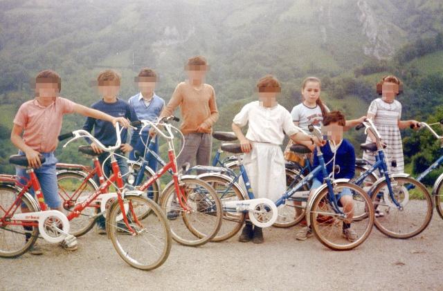 sobre-mi-pecosa-esta-detras-pica-bicicletas-pueblitobueno