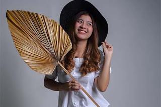 Nabila Maharani Pakai Topi