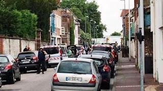 Agentes del cuerpo de élite de la Brigada de Investigación e Intervención (BRI) de la Policía llegaron al lugar avisados por una de las religiosas que logró escabullirse para acabar con la toma de rehenes, que comenzó entre las 9 y 9.30 hora local.