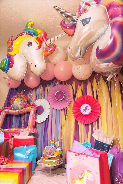 Put together your own fast and easy DIY unicorn party with these party decoration ideas and fun unicorn cake.