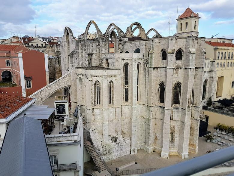 因地震成為受損的卡爾莫修道院 (Convento do Carmo)