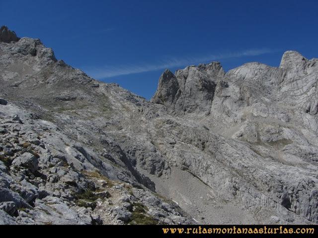 Ruta Poncebos a Cabrones por Camburero y Urriellu: Hacia la Horcada Arenera