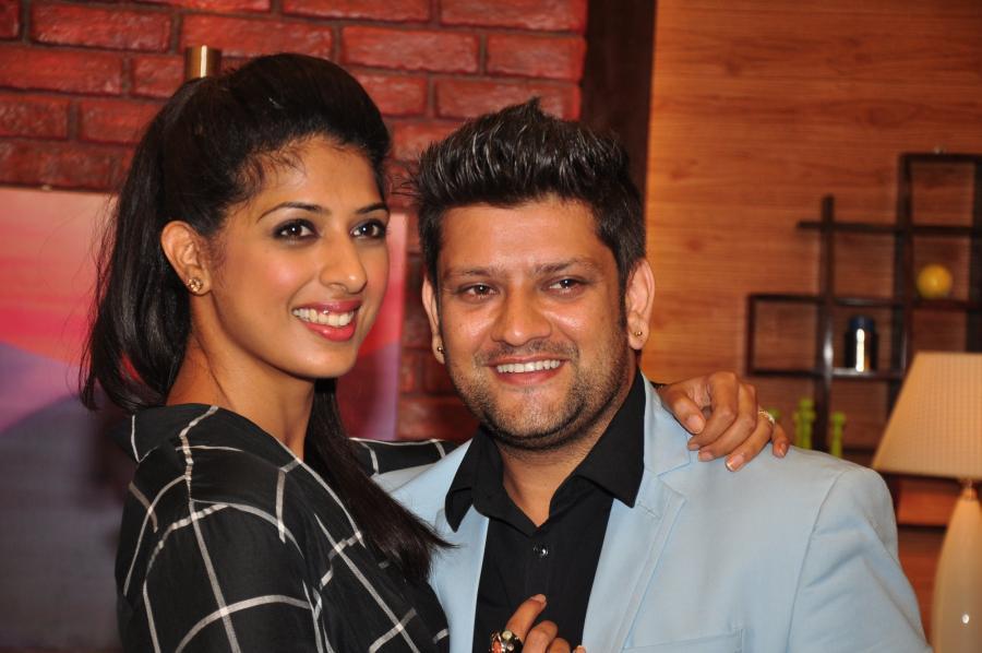 Hindi TV Actress Aishwarya Sakhuja Photos In Black Shirt With Husband