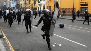 """El diario Perú21 publicó una entrevista al ministro del Interior de Perú, Carlos Basombrío, donde afirmó que hay """"indicios muy fuertes"""" de la existencia del """"escuadrón de la muerte""""."""