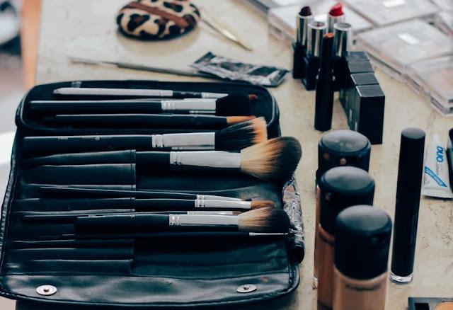 10 Christmas Makeup Ideas this christmas season -  10. Bejeweled Holiday Makeup