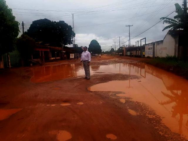 Vereador Augustinho pede a SEMOSP urgência na recuperação de vias públicas