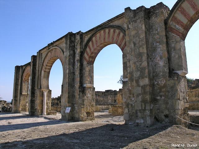 Pórtico de entrada al Alcázar