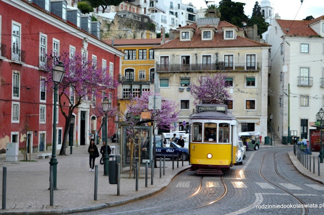 Lizbona z dzieckiem- zabytkowy tramwaj 28