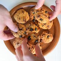 Cookies de aveia, mirtilos e chocolate