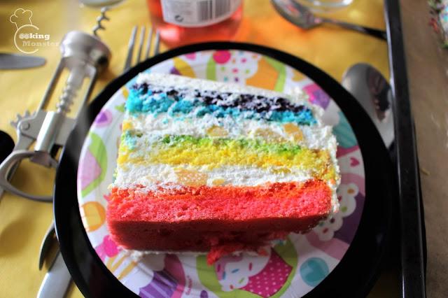 Tort tęczowy z masą twarożkową
